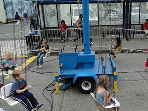 Kiddie Swing Highlands Day