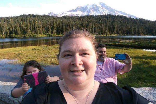 Adam and Nicole Pond Issaquah Highlands volunteers