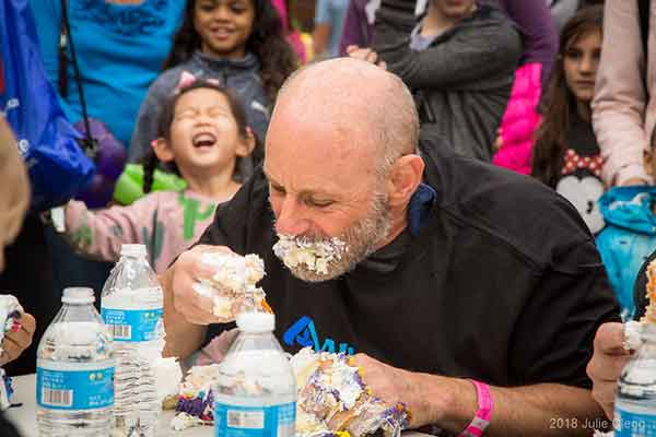 Highlands Day 2018 Cake Eating Contest