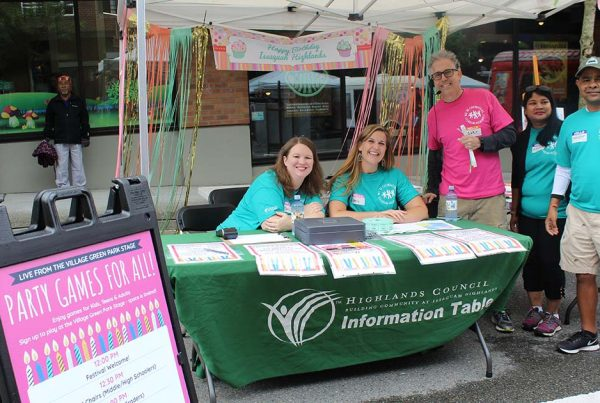 Volunteers at Issaquah Highlands Day Festival